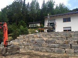 Natursteinmauer Volkert - Schütz Garten- und Landschaftsbau GmbH